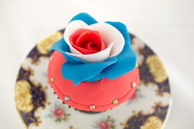jubilee-cupcake-side-800