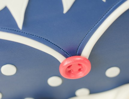 Close up of button on polka dot handbag cake