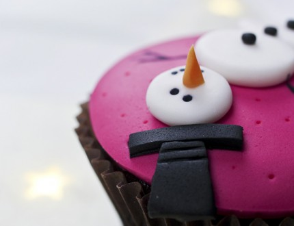 Picture of snow man cup cake