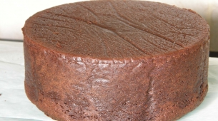 17-Turn-the-cake-over-almost-4-inches-tall1-305x170