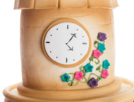 Close up of clock on bridal party cake