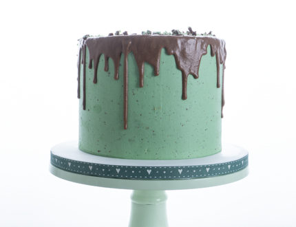 mint chocolate drip cake