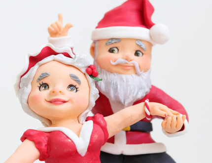 cha cha cha Christmas figures holding hands