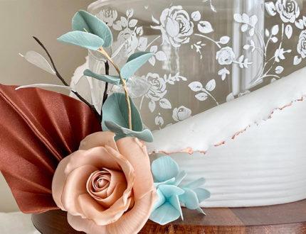 Contemporary rustics wedding cake rose